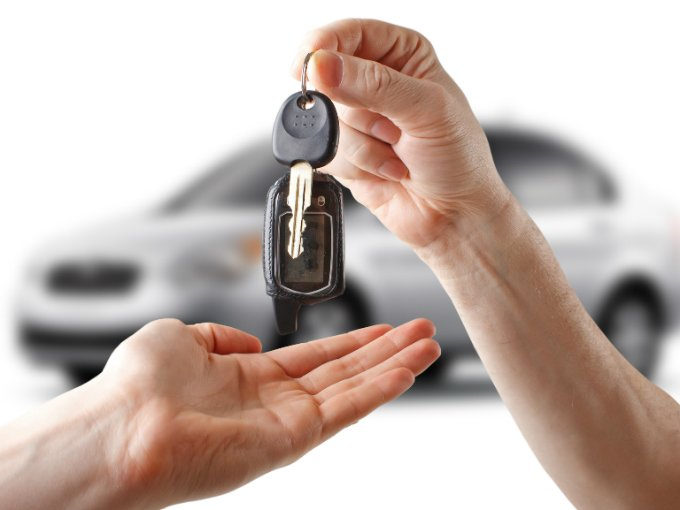 ¿De qué forma puede resultar más económico reproducir las llaves del coche?
